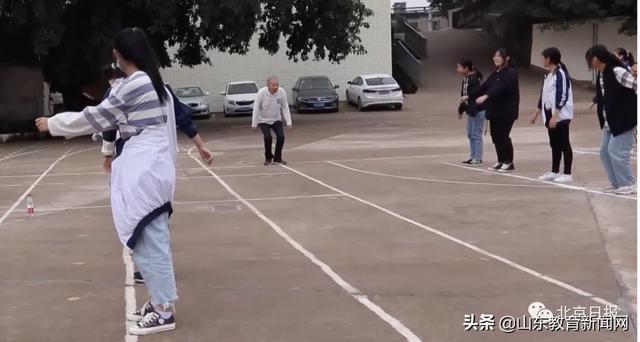 《【恒达公司】冲上热搜!91岁体育老师退休30年仍坚守校园发挥余热》