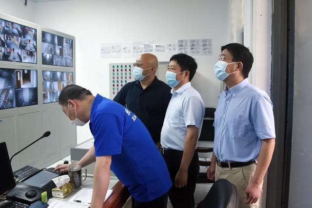 区卫健委领导莅临上海市第二康复医院开展安全大检查