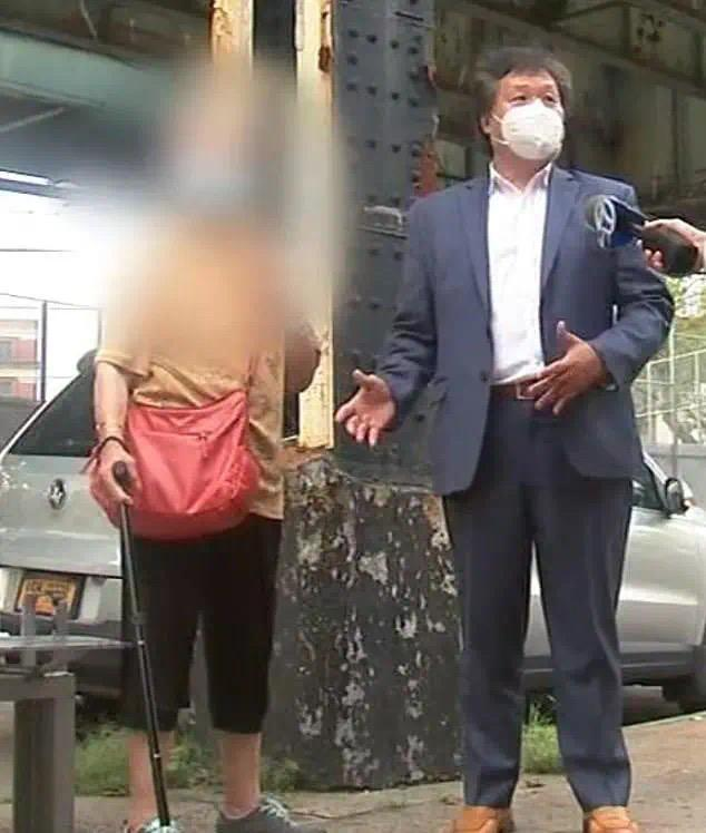 89岁中国奶奶在纽约被当街袭击,吴彦祖悬赏10万缉拿真凶