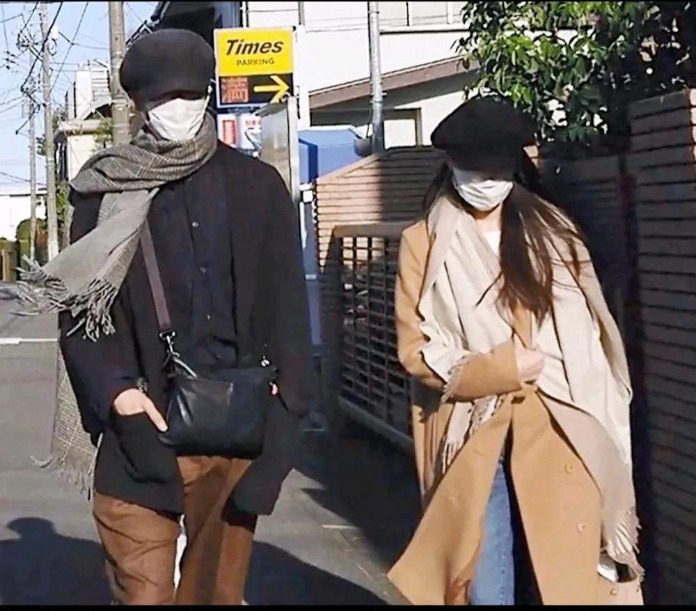 松坂桃李和户田惠梨香婚后首同框,白色情人节亲密约会照曝光