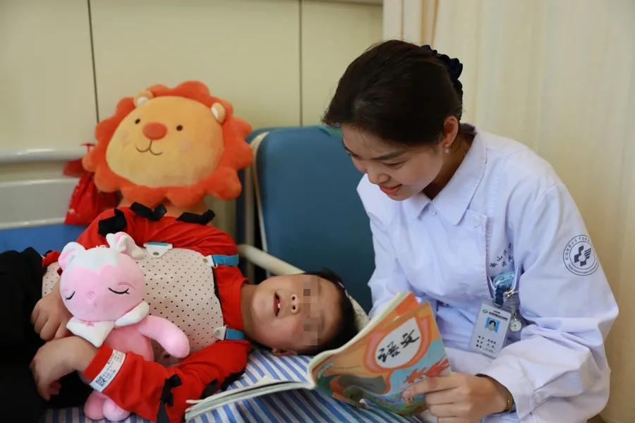 杭州市萧山区中医院为 10 位西藏驼背患者完成第一阶段脊柱矫形手术