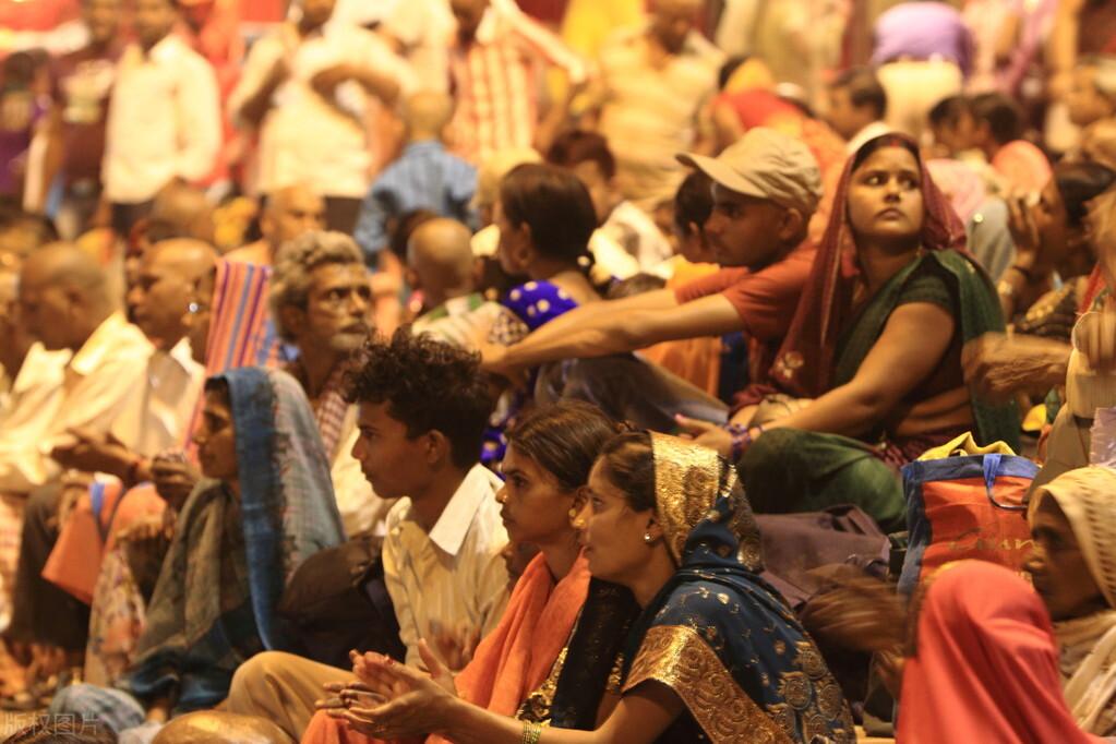 印度全面失控再创记录 单日确诊破27万