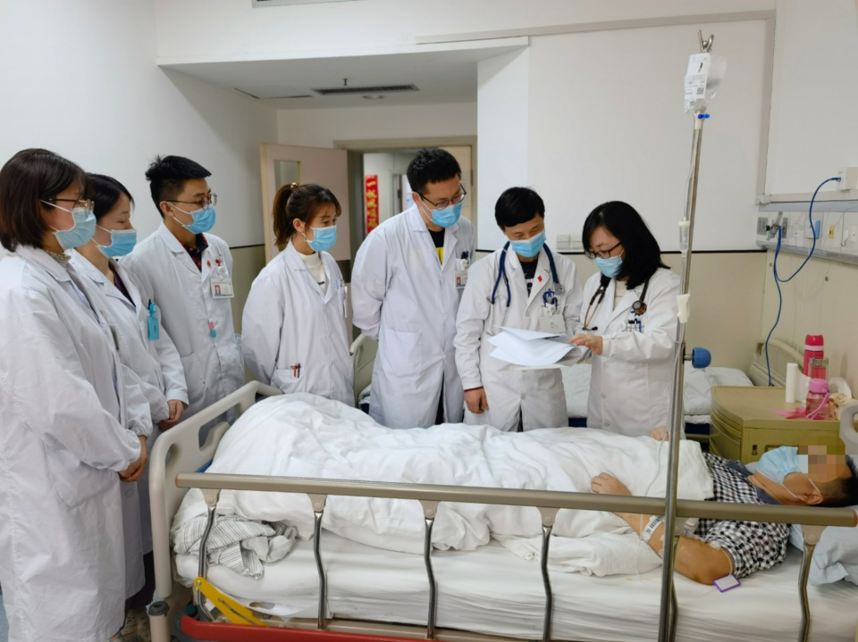 张玉顺教授团队展身手,世界首例颈静脉穿刺反向封堵术在西安完成