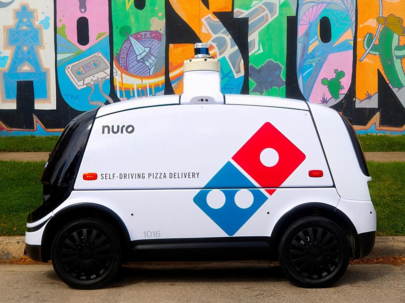 多米诺比萨饼开始使用自动驾驶汽车交付米诺比萨饼