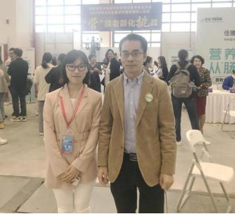 赛立复品牌方的代表吕靖博士与北京大学公共卫生学院副教授张召峰合影