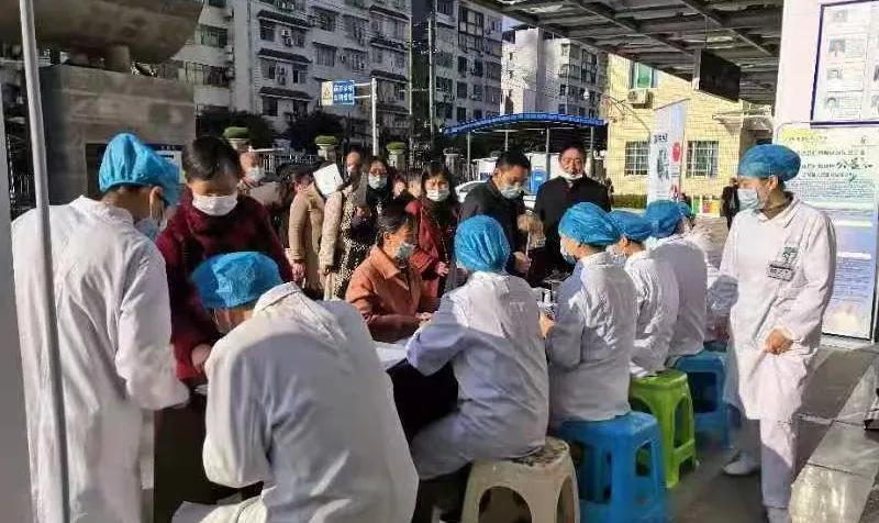 岳池县人民医院成功开展 2020 年糖尿病日大型义诊活动