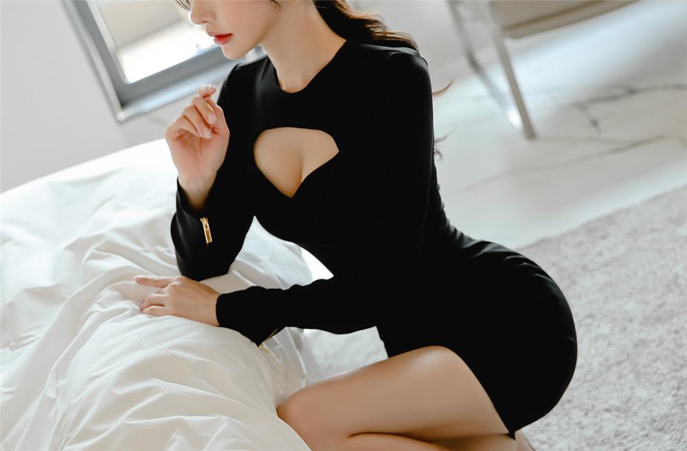 孙允珠蝙蝠魅影黑牌威士忌镂空礼裙写真