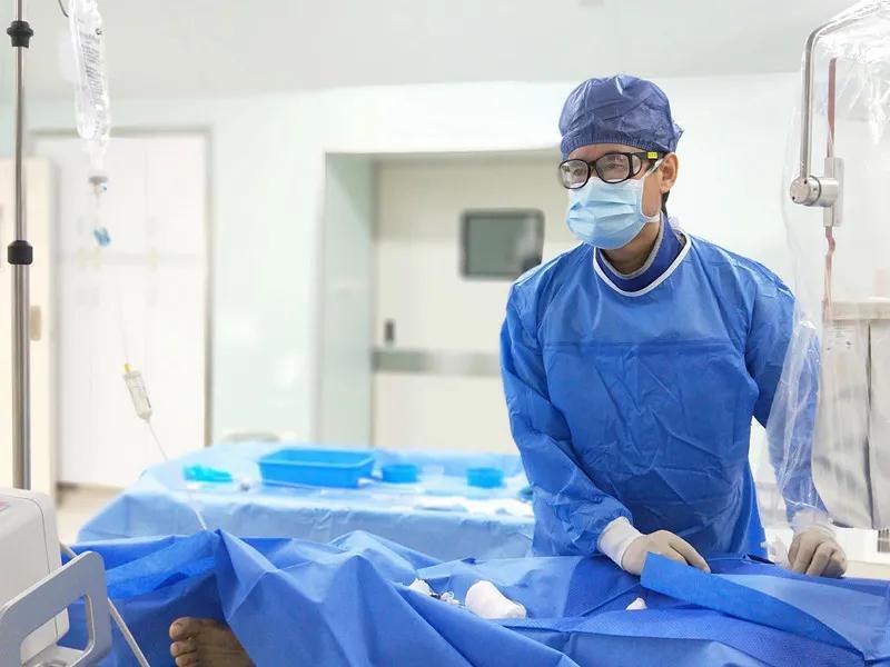 他,开启国药东南医院介入时代的「蓝人」