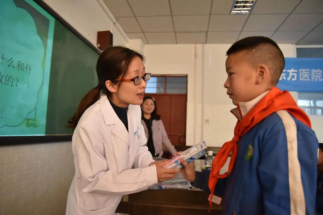 成都京东方医院医疗队走进凉山彝族自治州美姑县
